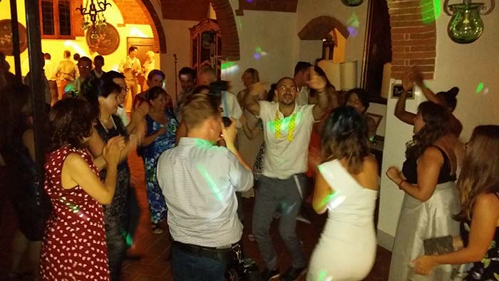Party wedding at le Filigare Tuscany countryside