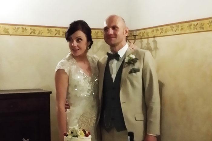 Irish wedding review - recommendation from an irish couple - cake cutting