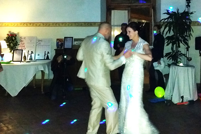 Irish wedding review - recommendation from an irish couple - First dance
