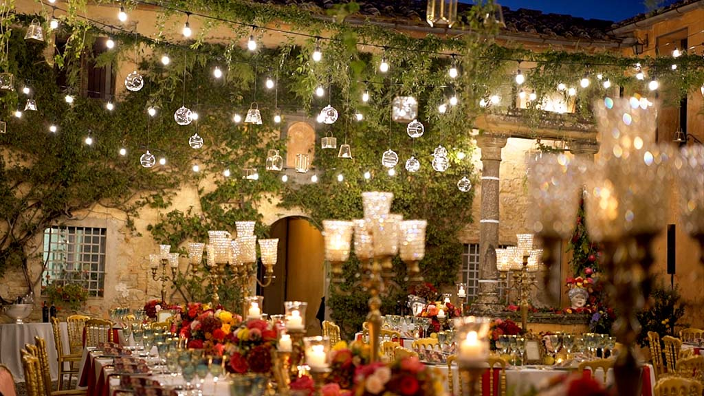 Wedding dinner and party in the courtyard of Villa Catignano