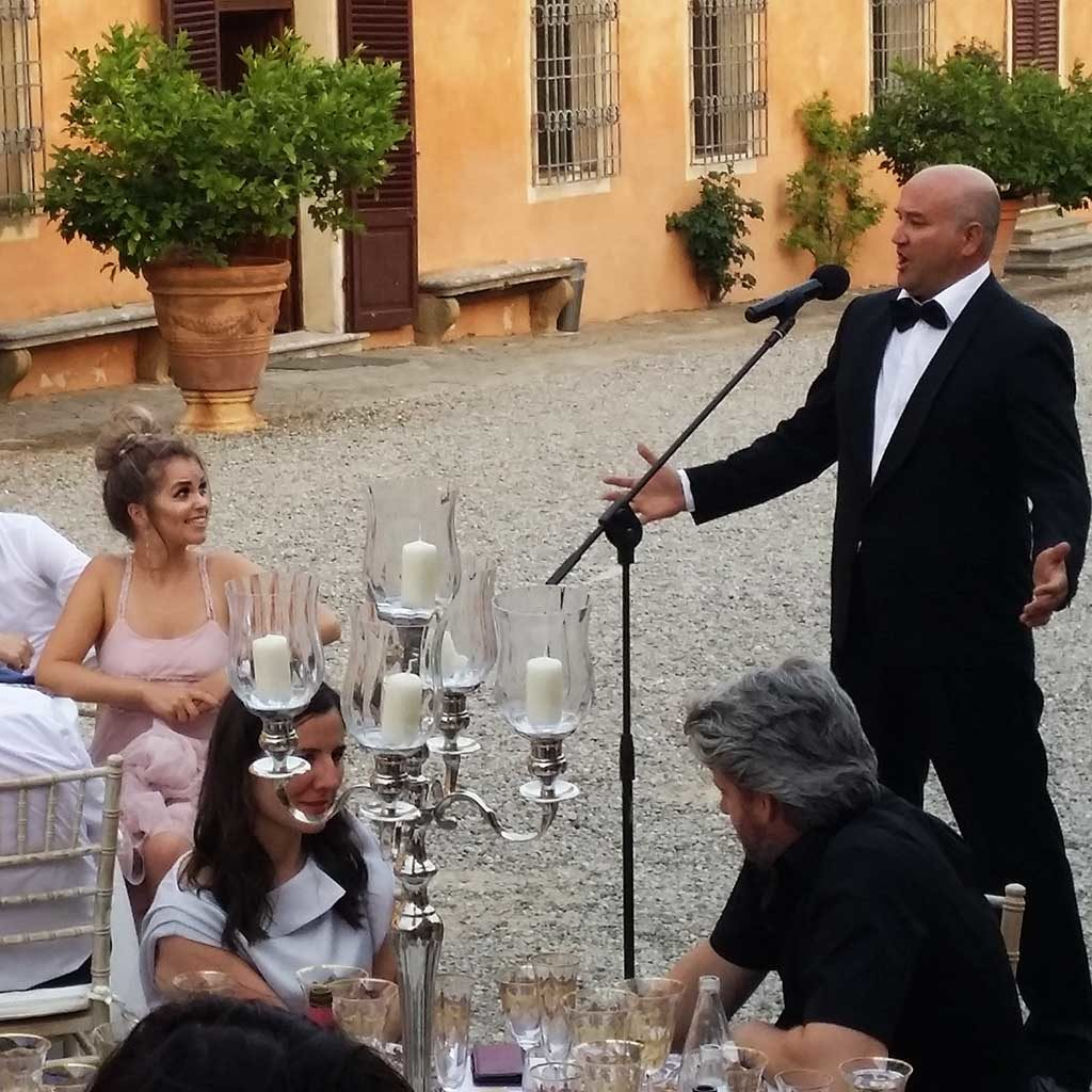 Wedding dinner tenor suprise singing act by Italian wedding musicians