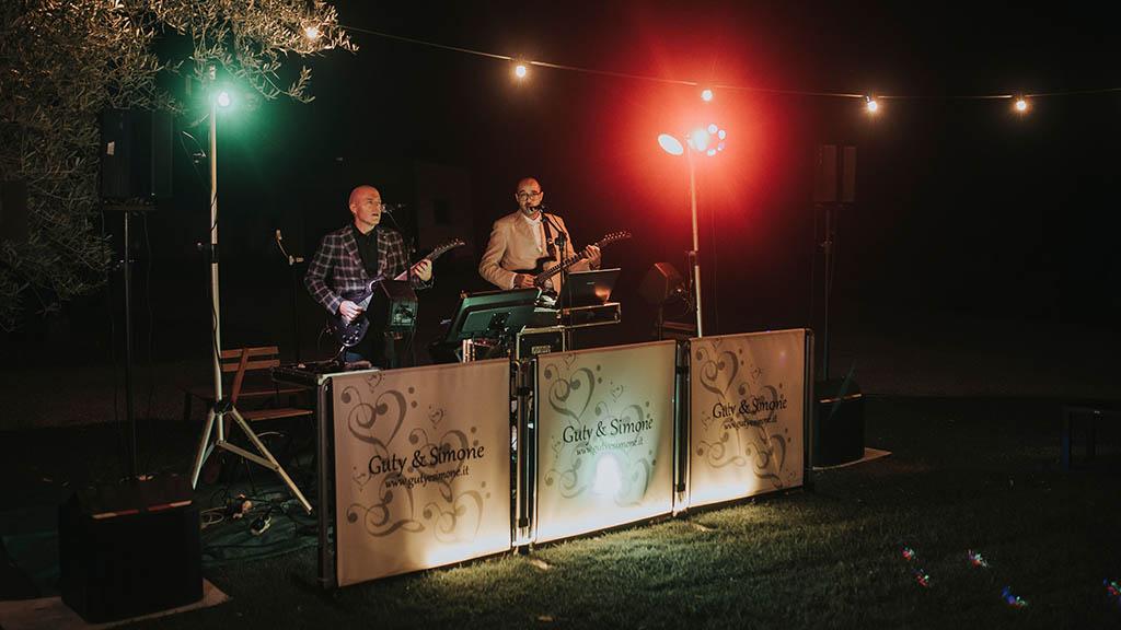Guty and Simone Wedding band the Italian wedding musicians playing live at Terre di Nano.
