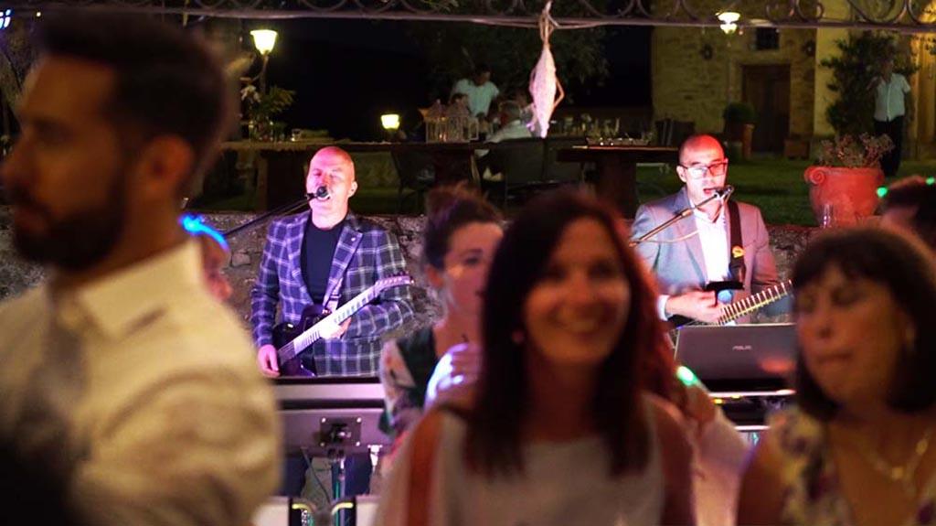 Il migliore intrattenimento musicale per il vostro matrimonio con Guty & Simone musica dal vivo e dj set tutto in uno!